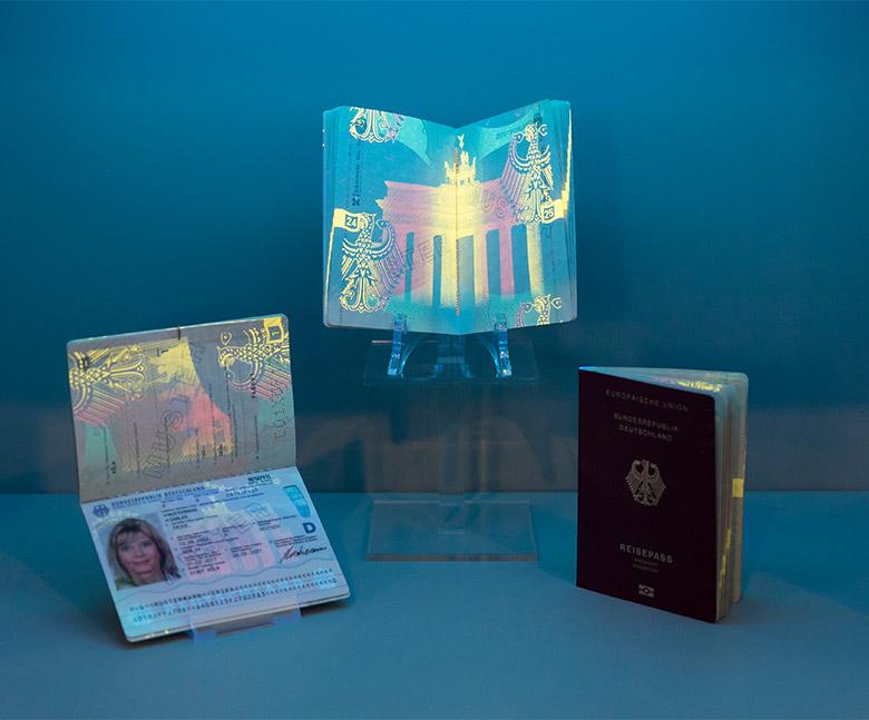 电子证件_德国发布新版护照设计更轻便更安全-logo11设计网